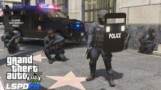 GTA 5 LSPDFR 0.4.2 #721 New Ballistic Shields - SWAT Team Responding To Armed Bank Robbery
