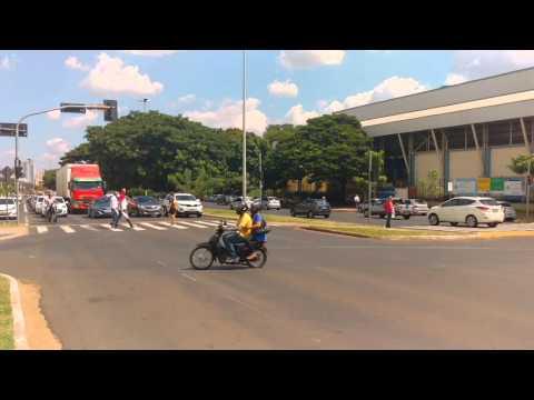 Andando por Uberlândia. Avenida Rondon Pacheco e Center Shopping