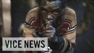 ウガンダ共和国のバトゥワ族(トゥワ族)は何世代にもわたり生活を営ん...