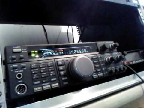 Kenwood TS-450SAT HF radio with built in automatic tuner and MC-60 Desk mic!Great deal!