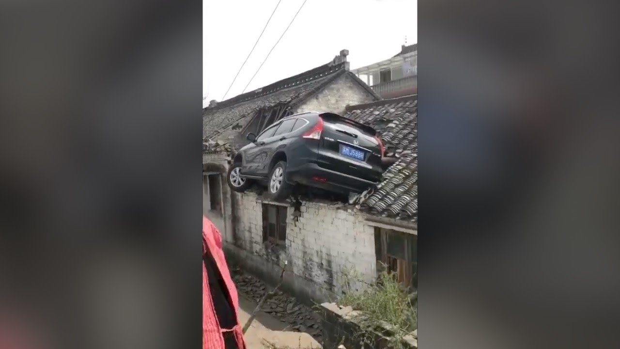 Footage Suv Crash Lands On Meter High Roof Youtube