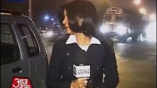 Aaj Tak reporter faces eve-teasing while reporting on Delhi gangrape case thumbnail