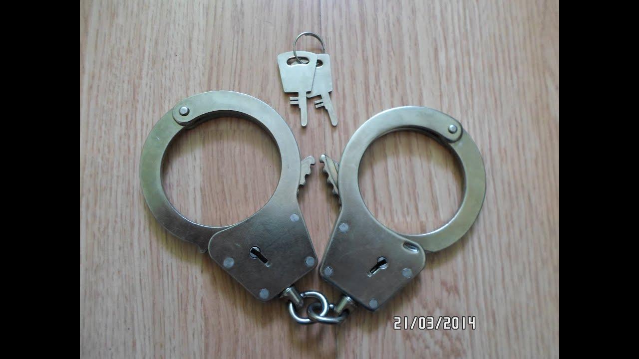 7 сен 2017. Обзор наручников украинского производства. Эти наручники могут купить гражданские лица как альтернативу полицейским.
