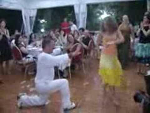 Шакира танцует под песню