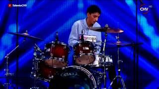 Giovanni sorprende tocando batería y demuestra que nada es imposible