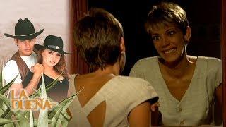 La Dueña capítulo 83: ¡Laura se esta volviendo loca con su doble personalidad! | Tlnovelas