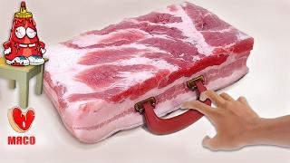Мужчина купил много мяса. Обслуживание постоянного покупателя.