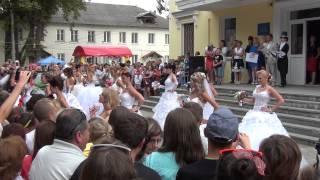 Танец с парада невест в Глухове