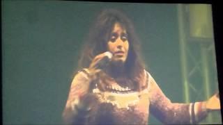 (LIVE) Amel Bent « Ma philosophie, Quand la musique est bonne » // Carrefour de Stars