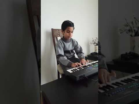 Raza Hassan living in Germany and playing Tabdeeli Aei  Ray on piano. He is a fan of Imran khan