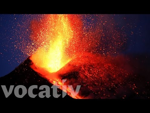la erupcion del etna a vista de dron