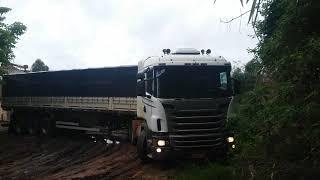 Scania no Atoleiro na Saída do Carregamento