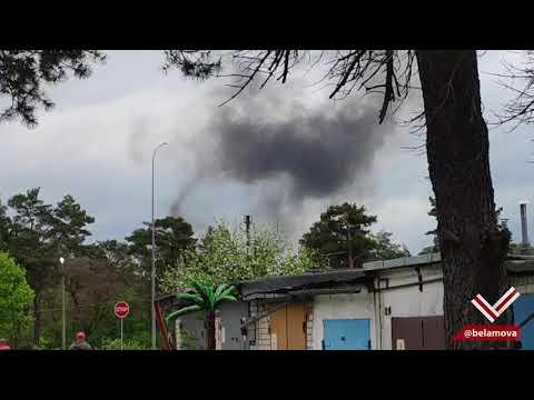 Видео, снятое недалеко от места падения военного самолёта в Барановичах