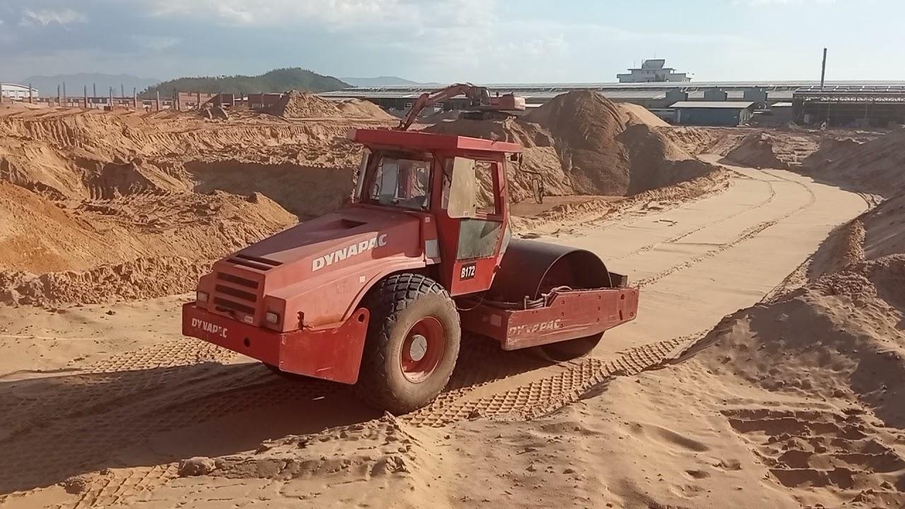 # Shorts Máy xúc đào,máy ủi,xe lu khổng lồ làm việc trên công trường nắng gắt