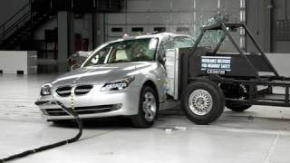 2008 BMW 5 series side IIHS crash test