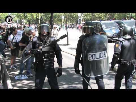 Brutal violencia policial contra la manifestación de los mineros