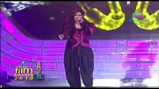 Rab ne bana di jodi-Shreya Ghoshal On Asianet Film Awards 2012.avi