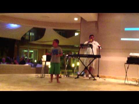 Aruba Karaoke Night with Alex