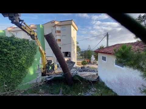 Empiezan a demoler el depósito en O Grove