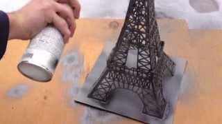 Construction de la Tour Eiffel en bâtons d