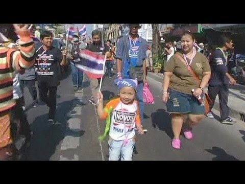 Thai protesters call for election boycott