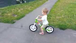 Беговел Swift в движении, возраст 2годика(Узнать больше информации и приобрести беговел можно по ссылке http://sundaymag.ru/begovely/, 2014-08-13T20:40:46.000Z)