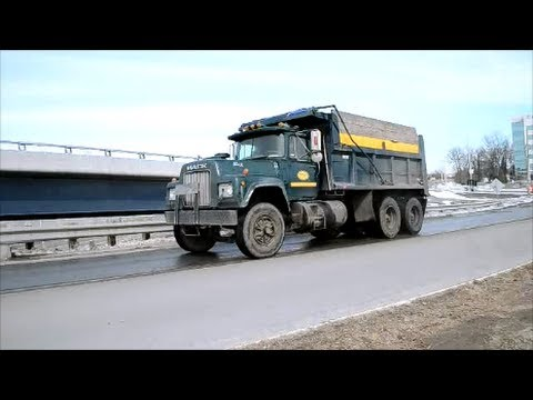 Big Dump Trucks >> OLD MACK R SERIES DUMP TRUCK SIGHTING - YouTube