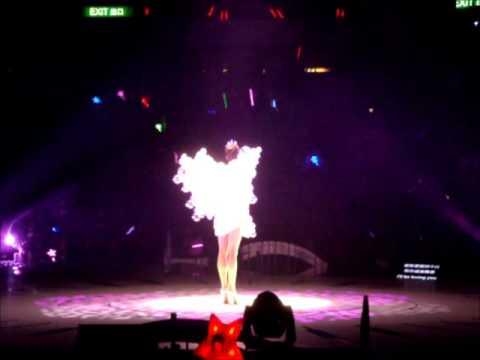 2012.02.26梁詠琪香港G夜演唱會首場opening-I'll be loving u + 一年之計 + 口香糖