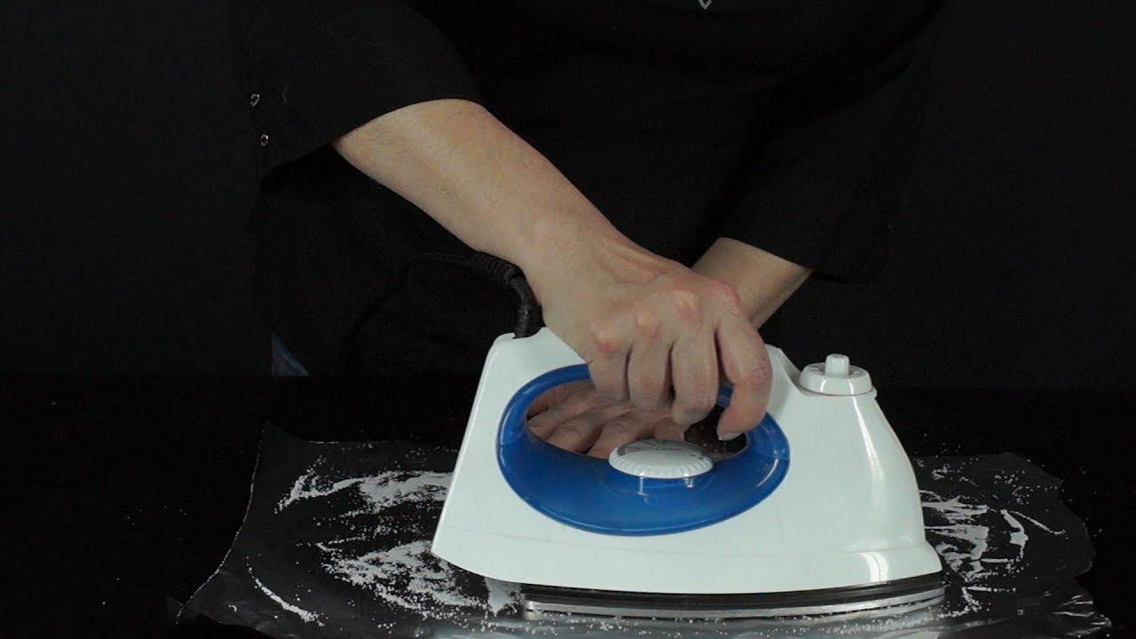 Como Limpiar la Superficie de las Planchas con Papel