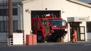 松本空港のオシュコシュ社製化学消防車