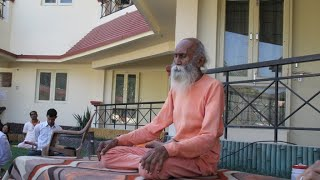swami Yoga nanda 104 year old baba  at International Yoga & Music Festival Rishikesh