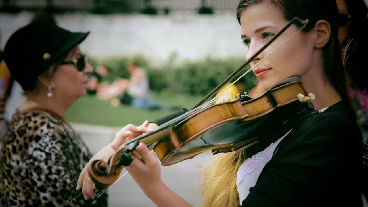Amazing Violin Street Performer - Pretty Girl Playing Music - Youtube-1097