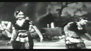 aplam chaplam-Wonder of two sisters-lata-usha mangeshkar & sayee-subhulaxmi-Azaad (1955) ,آزاد