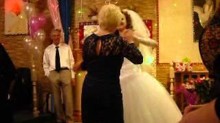 танец невесты и свекрови