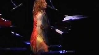 Tori Amos-Tulsa-2003-15-Take To The Sky
