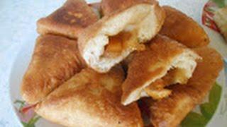 Жареные пирожки с капустой и яблочно-абрикосовым вареньем.
