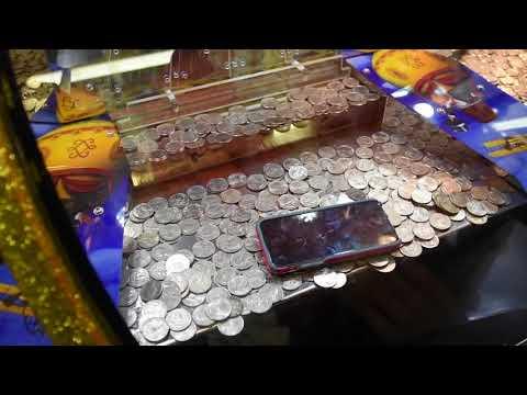 Игровой Автомат - Монета Толкатель . IPHONE -7 на краю