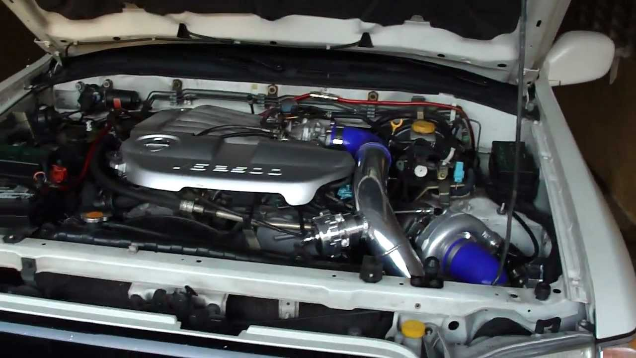 View Nissan Pathfinder 2002 Engine