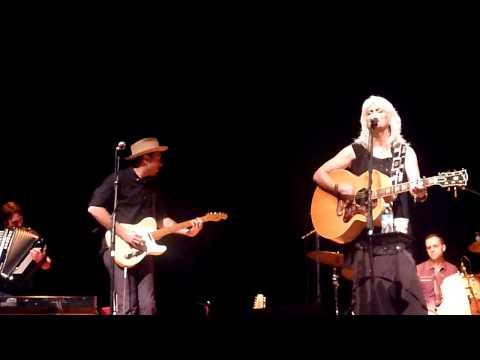 "Emmylou Harris – ""Born To Run"" / Instrumental At Peabody Auditorium, Daytona Beach, FL (11/13/14)"