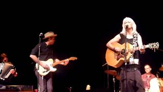 "Emmylou Harris – ""Born To Run"" / Instrumental at Peabody Auditorium, Daytona Beach, FL (11/13/14)"