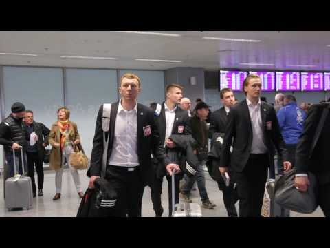 [www.pzhl.tv] Przylot reprezentacji Polski do Kijowa (20.04.17)