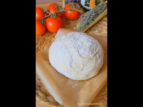 pâte-à-pizza-épaisse-et-moelleuse-facile-et-rapide