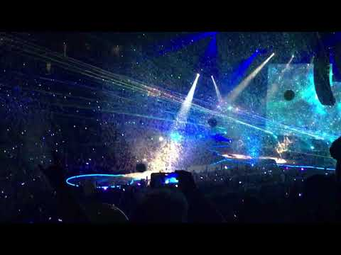 Coldplay performing @ Sprint Center in downtown Kansas City, MO 8/15/17