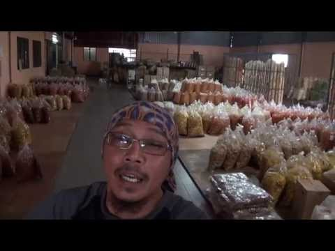 MAT REMPIT BUAT FOOD REVIEW - KEREPEK UBI PEDAS & CILI BENGGALA from YouTube · Duration:  18 minutes 14 seconds