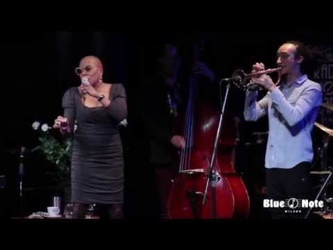 Dee Dee Bridgewater - I can't help It - Live @ Blue Note Milano