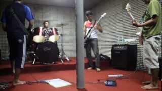Offkey Band - RevolusiCOVER