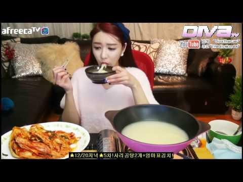 Beautiful Korean girl eating kimchi and noodles   Mukbang   Eating show