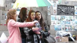 Студенти співають вірші Ліни Костенко
