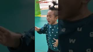 A kid was so devoted that he sang himself to cry when he performing an excerpt of Qingfeng Pavilion