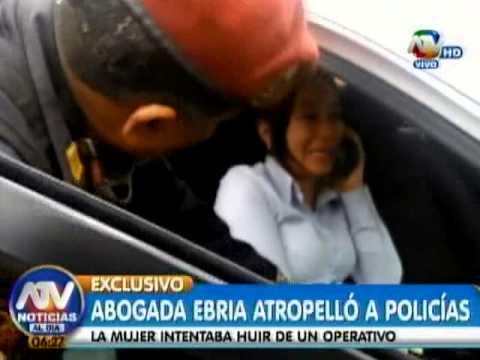 Abogada ebria atropella a policías al intentar huír